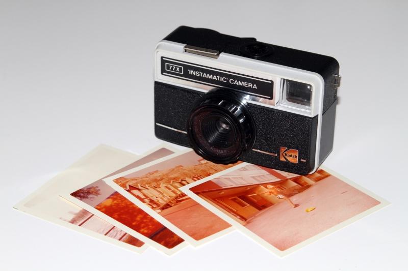 4066674-instamatic-kamera-och-gamla-foton-2